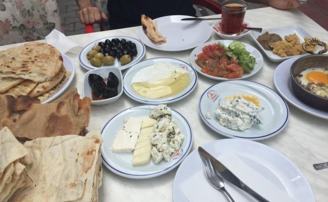vanda-gezilecek-en-guzel-yerler-van-kahvaltisi